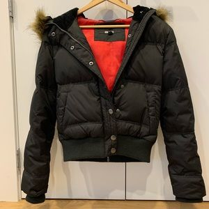 🖤 DKNY like NeW!  Cropped down puffer jacket